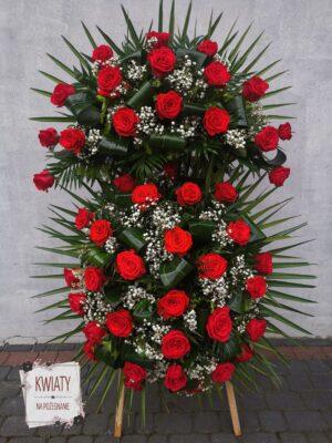 Duży wieniec pogrzebowy z czerwonych róż