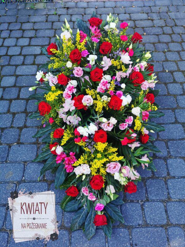 Duża wiązanka pogrzebowa z różnokolorowych kwiatów
