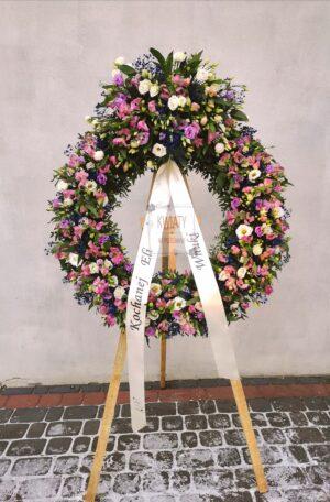 Wieniec pogrzebowy Rzymski - kształt koła i różnokolorowe kwiaty naturalne