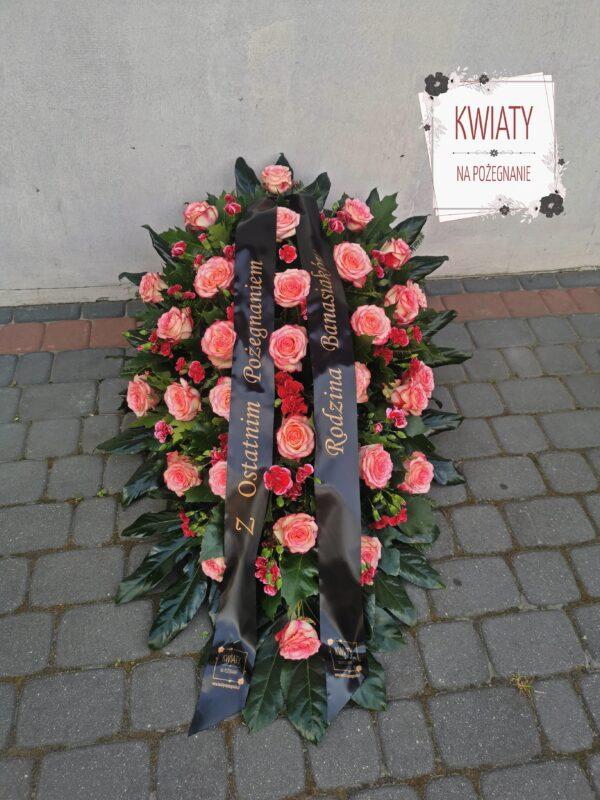 Wiązanka z naturalnych kwiatów na pogrzeb i szarfą