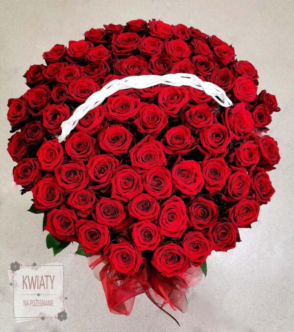 Kosz z czerwonych róż na pogrzeb