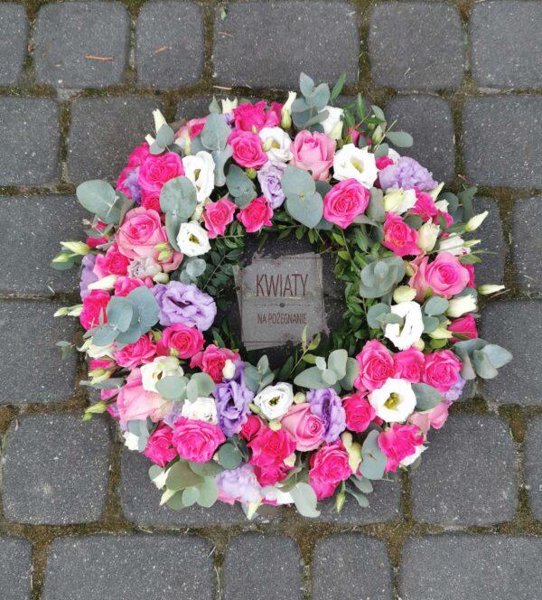 Wianek z naturalnych kwiatów pod urnę