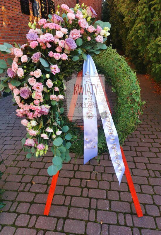 wieniec rzymski z naturalnych kwiatów na pogrzeb