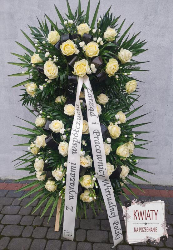 wieniec duży z naturalnych kwiatów i szarfą pogrzebową