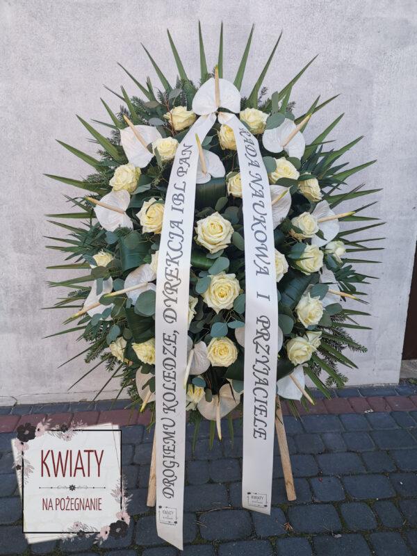 wieniec pogrzebowy z naturalnych kwiatów z szarfą
