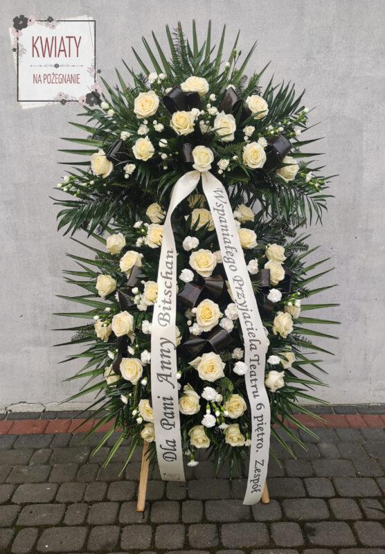wieniec pogrzebowy z naturalnych kwiatów i z szarfą